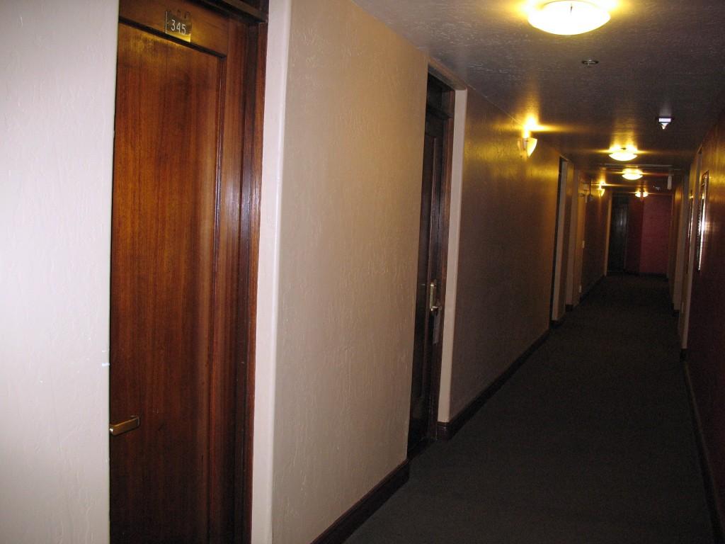 Las vegas trip report smallest closet in all of las vegas for Closet doors las vegas