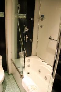Hotel Lisboa Macau shower and jacuzzi Macao china